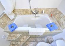 Tom's Barn bath lo_DSC3030a