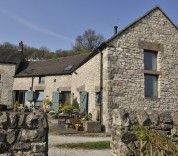 Toms Barn self catering accommodation Peak District