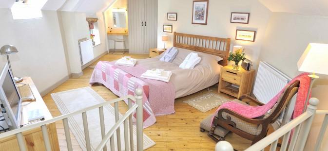 Douglas's Barn bedroom lo DSC3099a